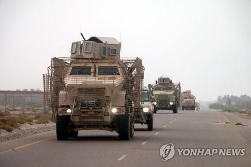 12일 호데이다로 향하는 예멘 정부군[EPA=연합뉴스자료사진]