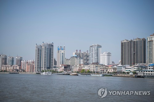중국 단둥 도심을 압록강 쪽에서 바라본 모습 [AFP=연합뉴스 자료사진]