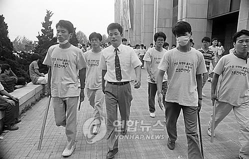 1990년 당시 송갑석 전대협 의장(중앙)