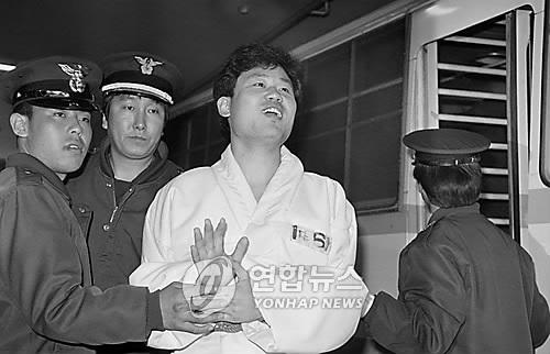 1991년 공판에 출석하는 송갑석