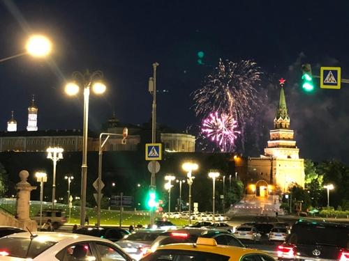붉은광장에서 열린 월드컵 기념 공연의 불꽃놀이