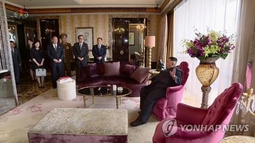 싱가포르 세인트리지스 호텔 스위트룸에 도착한 김정은