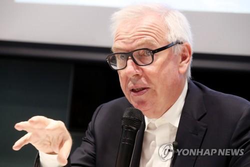 한국 찾은 영국인 건축가 데이비드 치퍼필드