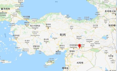 터키 집권당 거리 유세 중 총격이 벌어진 수루츠