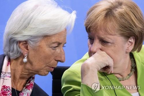 크리스틴 라가르드(왼쪽) IMF 총재와 앙겔라 메르켈 독일 총리