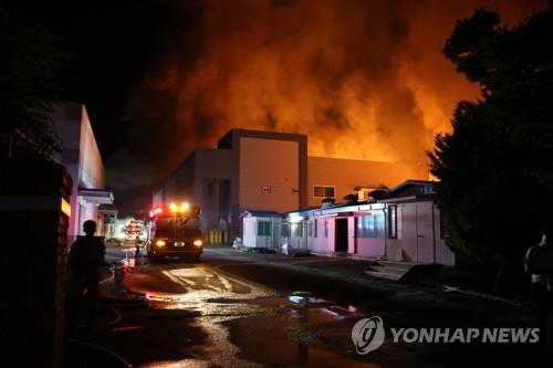 보령 농공단지 공장 화재 [보령소방서 제공=연합뉴스]