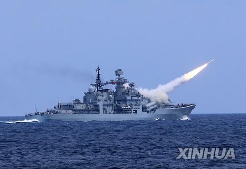 中, 美 폭격기 남중국해 진입에 미사일 요격훈련 맞불