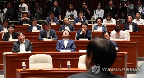 '동굴 속' 한국·바른미래, 보수재편 '광야'로 나설까