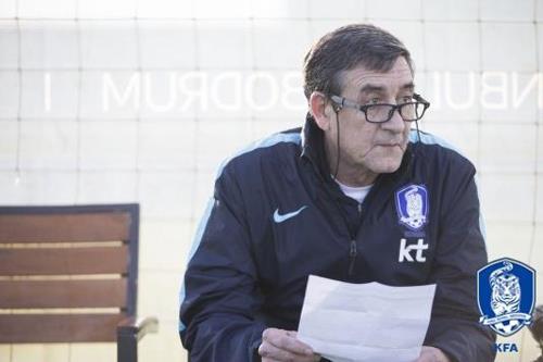 축구대표팀의 에르난데스 가르시아 전력분석 코치 [축구협회 제공=연합뉴스]
