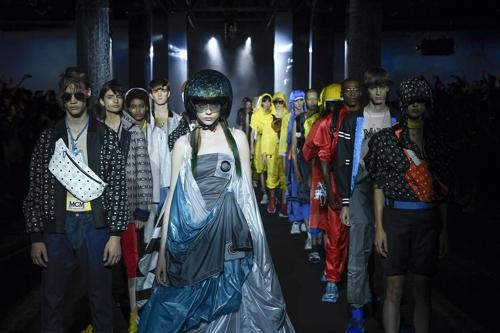 MCM, 라이프스타일 브랜드로 확장…伊서 2019 봄·여름 패션쇼