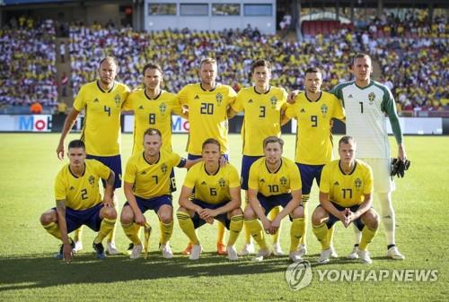 지난 10일 페루와 평가전 때 스웨덴 축구대표팀의 선발 라인업