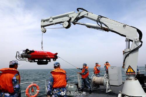 中 첫 기뢰전 훈련…남중국해에 美함정 접근차단 기뢰 부설하나
