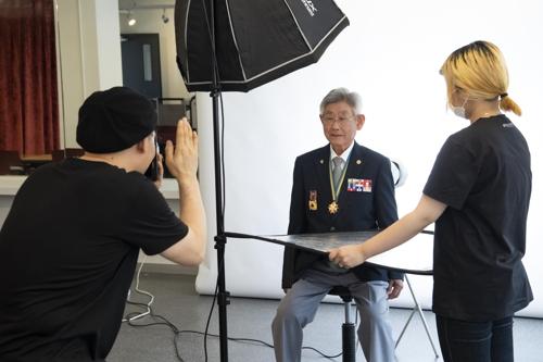 한성대, 국가유공자 초청 장수사진 촬영 미용봉사활동