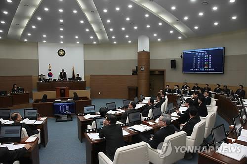 민주·한국 의석수 똑같은 창원시의회 의장은 어느 당?