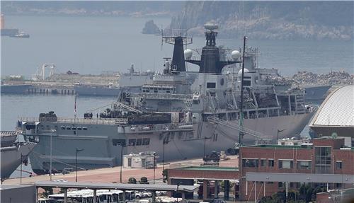 한·영 우호증진…영국 해군 상륙함 '알비온' 부산항 입항