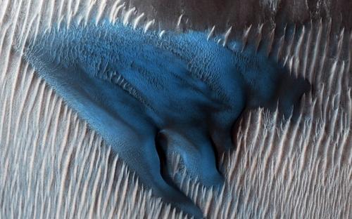 '붉은 행성' 화성에 웬 푸른 모래언덕(?)