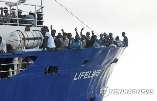 이탈리아-몰타, 지중해 난민구조선 수용 놓고 또 충돌(종합)