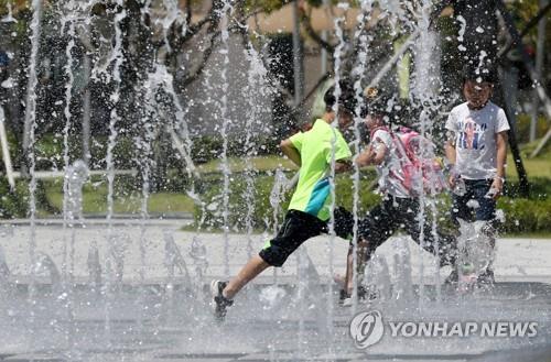 """""""덥다 더워""""…충북 낮 최고 33도·폭염주의보"""