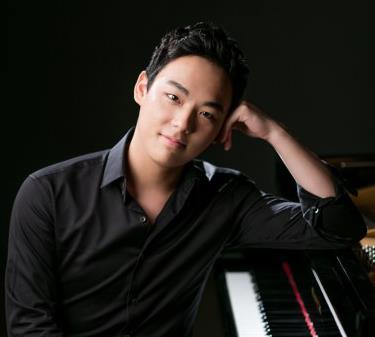 피아니스트 신창용, 미국 지나 바카우어 콩쿠르 우승