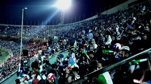 25일 테헤란 아자디 스타디움에 모인 이란 축구팬들[연합뉴스]