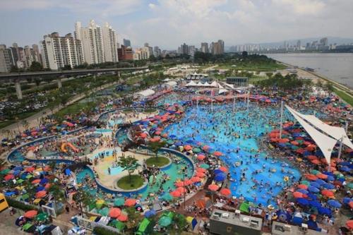 한강공원 야외수영장 29일 개장…생존수영 체험교실도