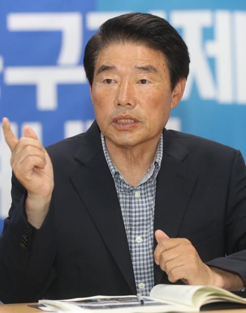 인터뷰하는 정천석 울산 동구청장
