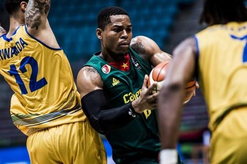 음발라(녹색 유니폼). [FIBA 인터넷 홈페이지 사진]