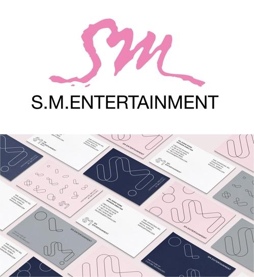 SM 옛 CI(위)와 새 CI(아래)