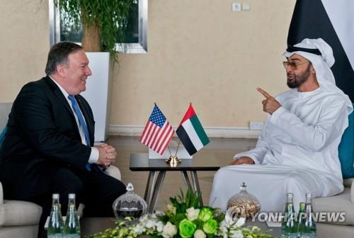 폼페이오 미 국무장관(좌)과 UAE 왕세제 셰이크 무함마드[AFP=연합뉴스자료사진]