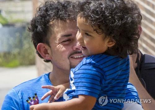 미 연방판사 트럼프 정부, 이민자 아동 재결합 시한 지켜라