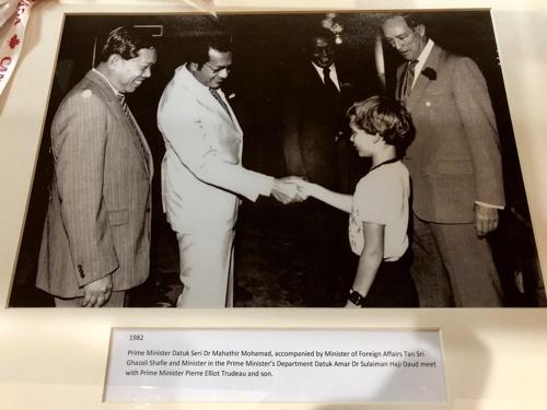 말레이 마하티르, 36년전 '11살' 캐나다 총리와 악수