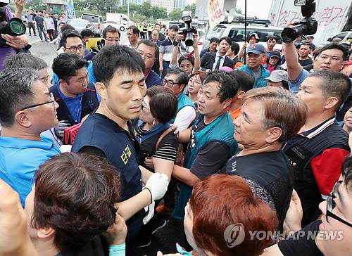 노량진수산시장 강제집행 '충돌'