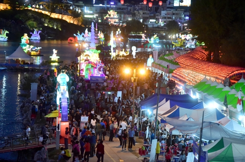 진주 유등축제 올해부터 전면 무료화…시민 81%