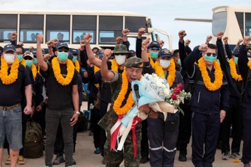 구조임무 마치고 귀환한 태국 네이비실 대원들[방콕포스트 홈페이지 캡처=연합뉴스]