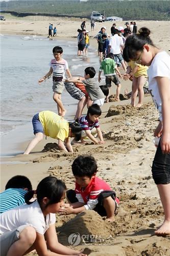 시원한 바다로[연합뉴스 자료사진]