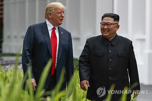 싱가포르 회담 중 산책하는 북미 정상