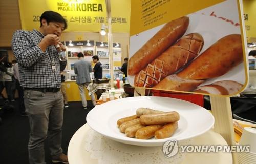 청년들이 개발한 음식을 심사하는 대회 모습[연합뉴스 자료사진]