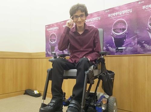 이탈리아 지체장애인 마술사 크리스토퍼 카스테리니