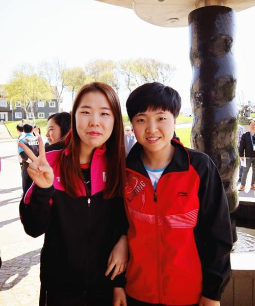 5월 세계선수권 때 우정을 쌓았던 남북 여자탁구 유은총(왼쪽)과 북한 김송이