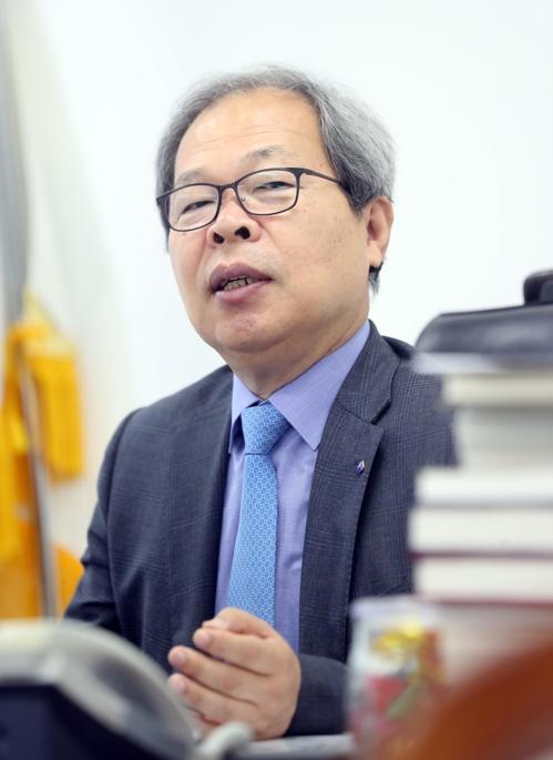 """[묻고 답하다] 이준식 독립기념관장 """"독립운동은 민주주의의 뿌리"""""""