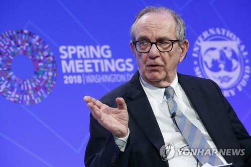 """이탈리아 전 경제장관 """"새 정부 정책, 경제 회복에 찬물"""""""