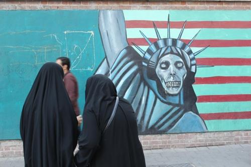 """이란, 美 '독설'에 """"교활하고 값싼 언사…또 내정간섭"""" 비난"""