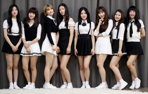 걸그룹 네이처의 오로라, 가가, 선샤인, 유채, 채빈, 새봄, 하루, 루(왼쪽부터)