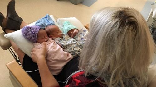 갓 태어난 아기 심폐소생술하며 세쌍둥이 낳은 캐나다 산모