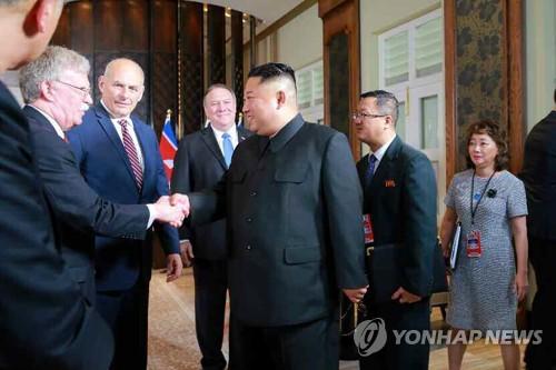 6·12 북미정상회담 때 김정은 북한 국무위원장과 악수하는 존 볼턴