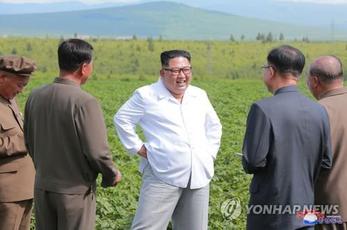 김정은 위원장, 삼지연군 중흥농장 방문