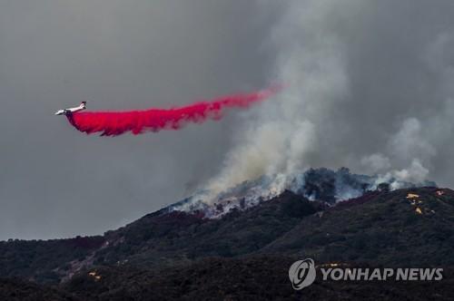 우주서도 보이는 캘리포니아 산불 11일째…서울 면적 2배 태워(종합2보)