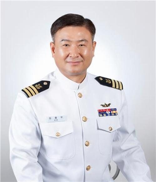 한강에 빠진 시민 구한 김용우 해군 중령에 'LG 의인상'