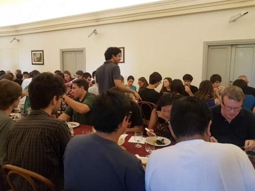라틴어 연구 학교 '아카데미아 비바리움 노붐'의 점심시간