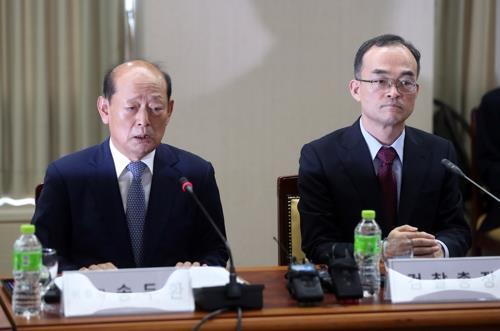 송두환 검찰개혁위원장(왼쪽)과 문무일 검찰총장 [연합뉴스 자료사진]
